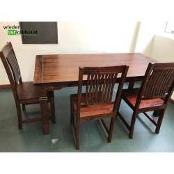 Schönes Tisch und Sesselset...