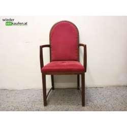 Rote Sessel mit und ohne...