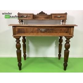 Zierlicher Schreibtisch...