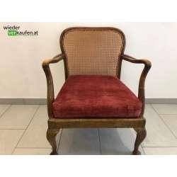 Sessel mit rotem Stoffsitz...